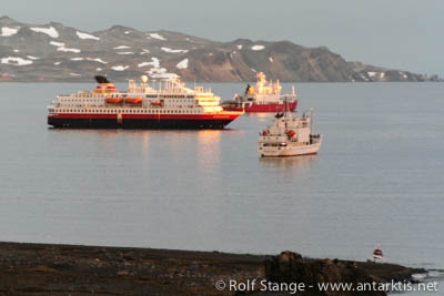 Tourism, Antarctica: ships at the South Shetland Islands
