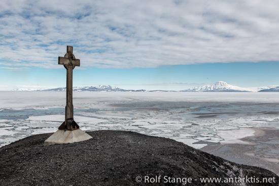Vince's Cross, Hut Point