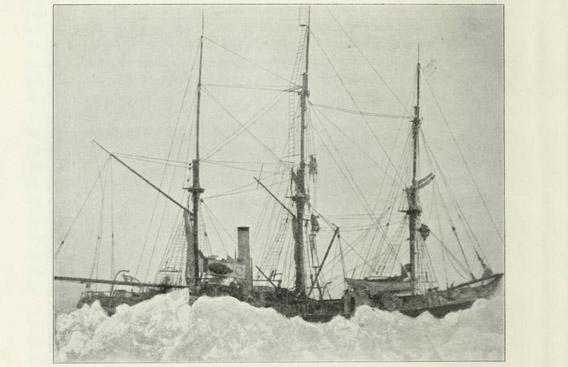 Das Schiff Antarctic im Eis
