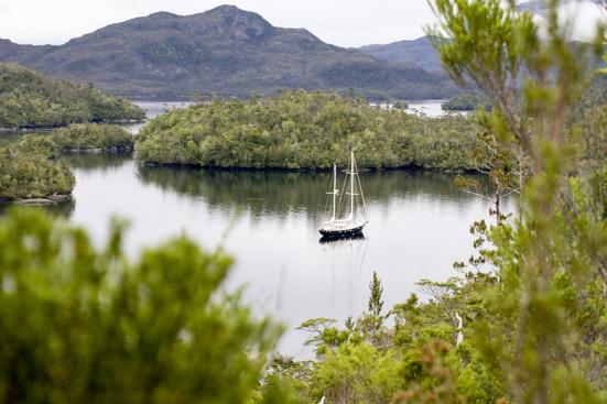 SY Anne-margaretha vor Anker in Patagonien